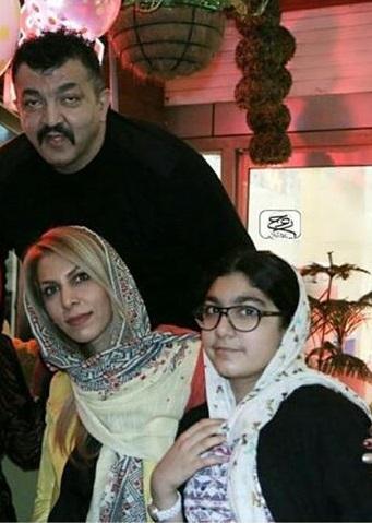غول برره در کنار همسر و فرزندش