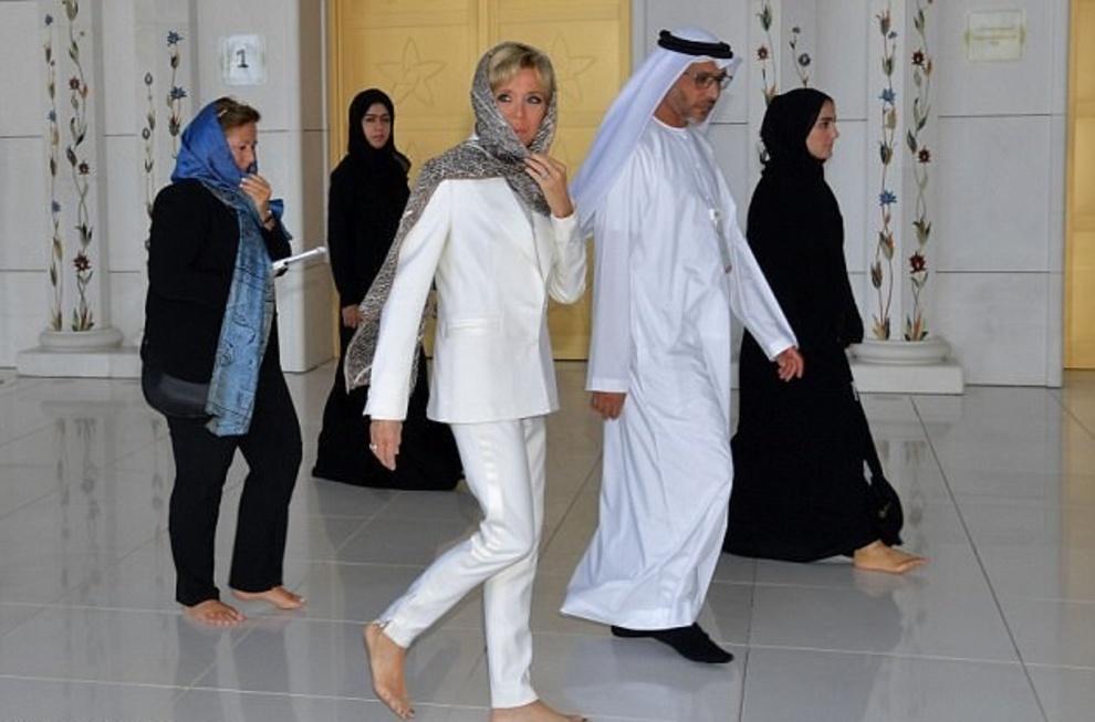 با حجاب شدن همسر رئیس جمهور فرانسه در امارات