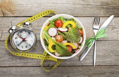 کاهش ابتلا به سرطان با تغییر زمان شام خوردن