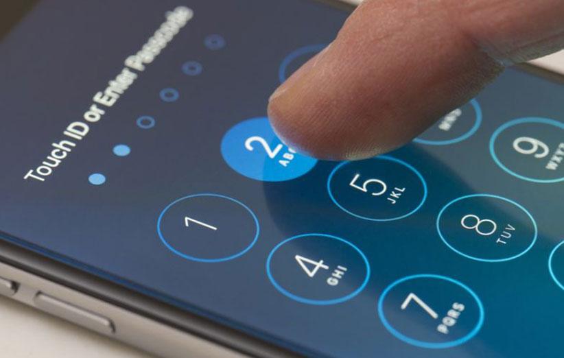 اپل، جاسوسی آیفون از کاربران را رد کرد