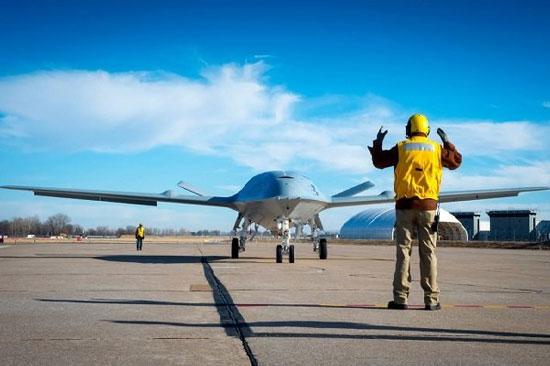 بوئینگ هواپیماهای رباتیک سوخت رسان میسازد