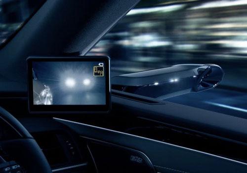 خودرویی با دوربین دیجیتال به جای آینه بغل